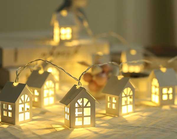 Новорічна гірлянда із будиночків