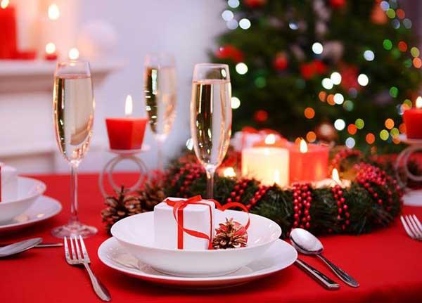 Прикрашання новорічного столу